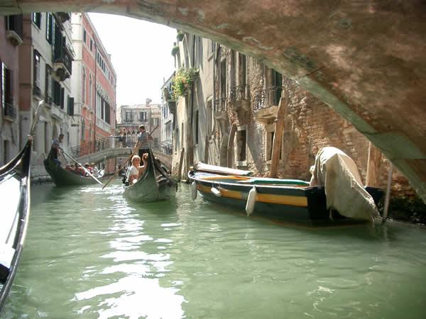 ゴンドラと水路